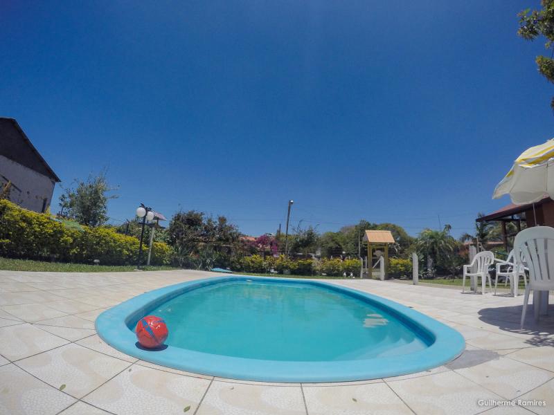 Vista da piscina e um dos pátios internos do Residencial Girassol